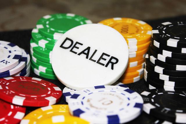 1039-gambling-poker-dealer-chip